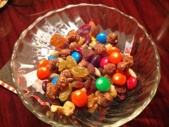 FiberLove Peanut Chocolate Chip Trail Mix Recipe